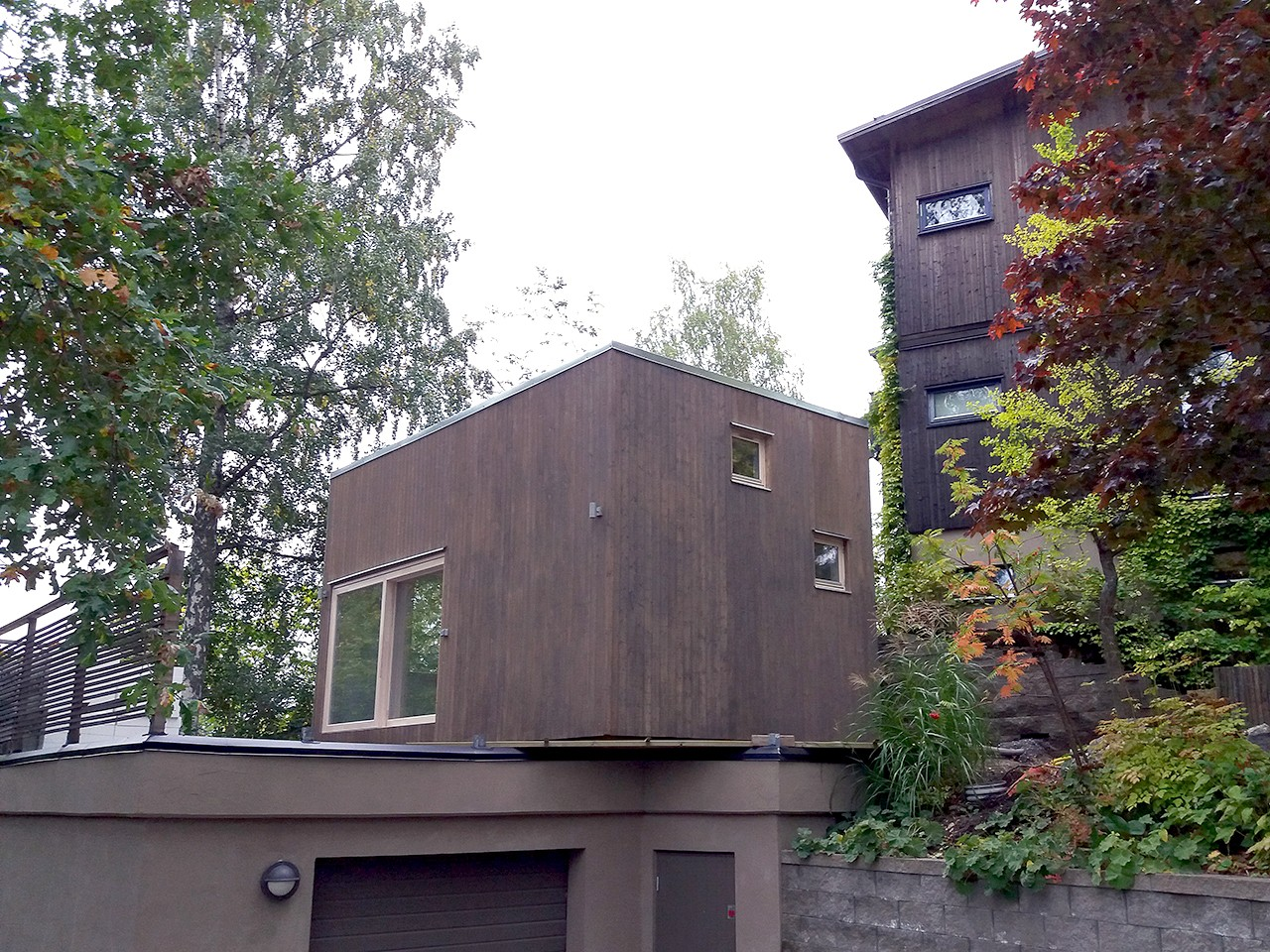 tillbyggnad på garage naturmaterial gästhus